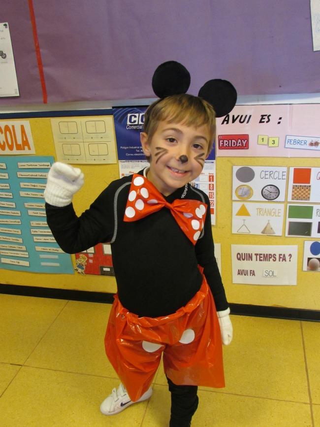 Disfraz Casero de Mickey Mouse 1