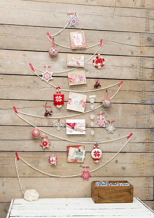 Un árbol de Navidad formado con pequeños tesoros
