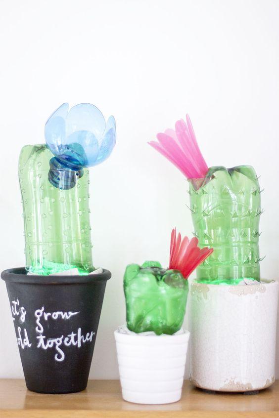 Cactus con botellas recicladas