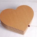 Caja de cartón con forma de corazón