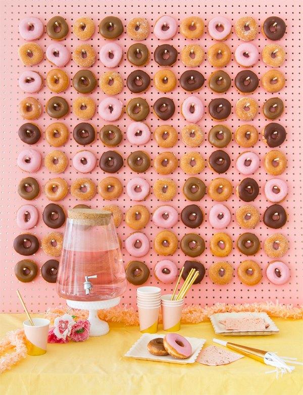 como hacer una pared de donuts