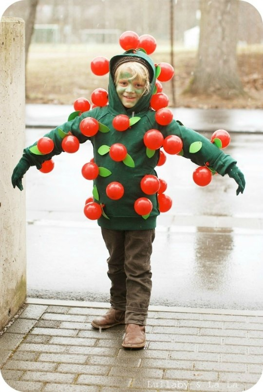 DIY Disfraz infantil de manzano con manzanas