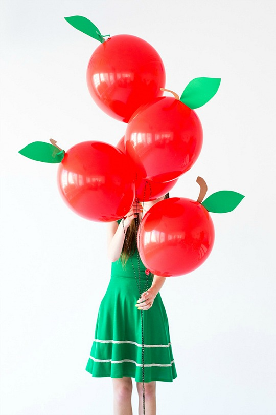 Globos con diseño de manzanas