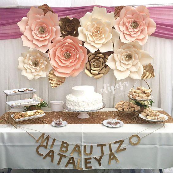 Idea cumplea os con flores de papel decoraci n fiestas for Mural de fotos en cartulina