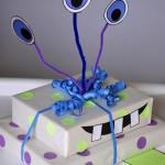Simpática manera de envolver regalos para niños: Monster