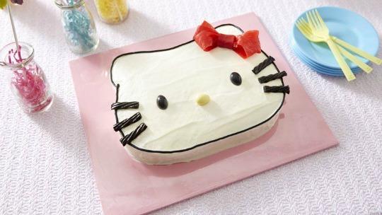 Tarta Hello Kitty con plantilla